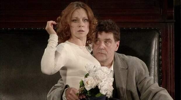 Анна Дубровская и Сергей Маковецкий в спектакле «Дядя Ваня» (http://vachtangova.ru)