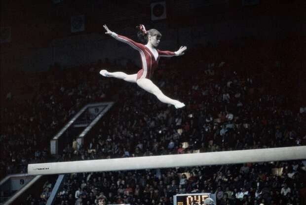 Петля Мухиной: трагедия прославленной советской гимнастки, приковавшая ее к кровати на долгих 26 лет