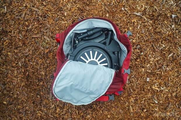 Новый электровелосипед без труда помещается в рюкзак