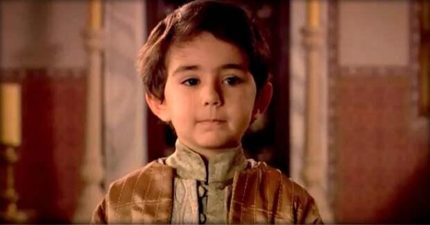 Как выглядит маленький шехзаде Мустафа спустя 9 лет