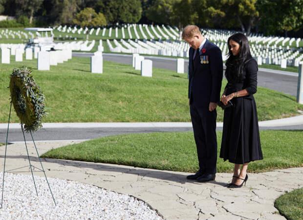 Принц Гарри и Меган Маркл посетили кладбище в Лос-Анджелесе в честь Дня памяти павших