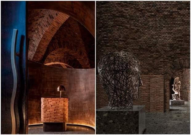 Изогнутая стальная панель на входе и арт-объекты в залах добавляют художественный штрих пространству (50% Cloud, Китай).
