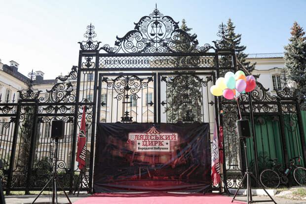 Сожрите друг друга: Массовка Порошенко вышла на митинг против Коломойского