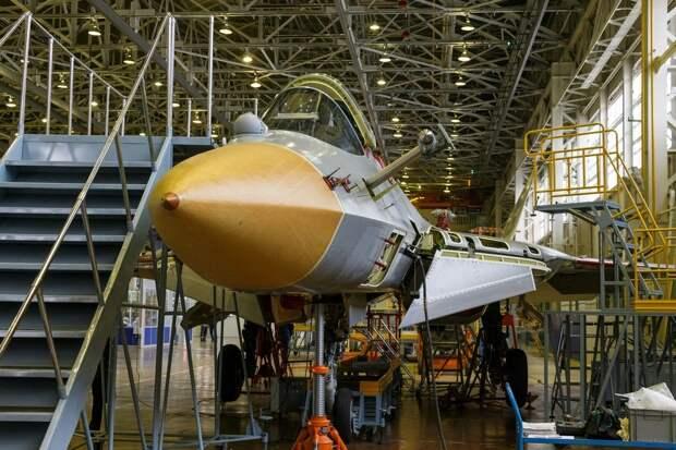 Начаты летные испытания второго серийного истребителя Су-57