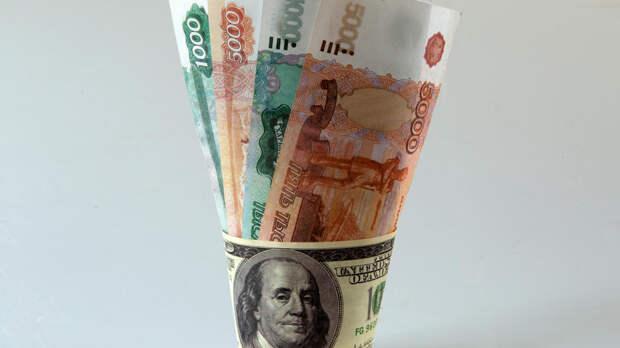 Экономист раскрыл способ заработать на падении рубля