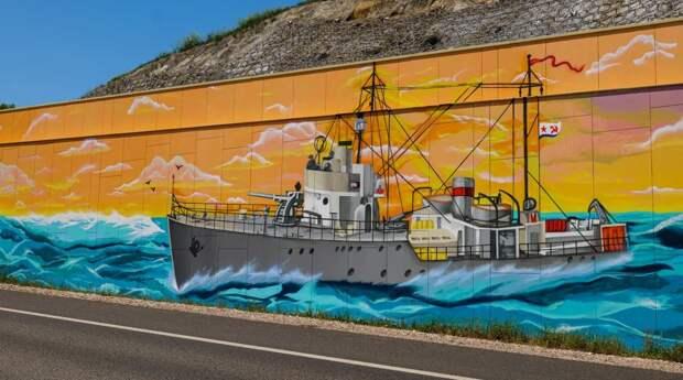 На трассе «Таврида» появился арт-объект с изображением советского военного корабля