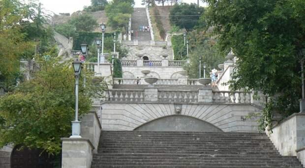 Митридатские лестницы вновь пообещали открыть в Керчи