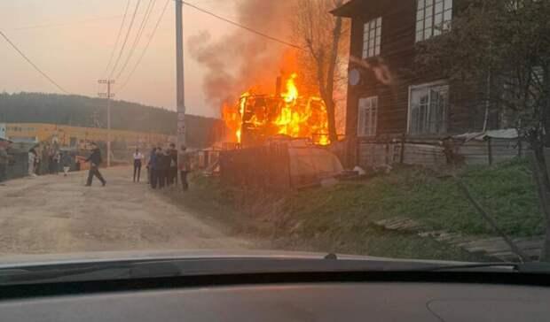 Еще один нежилой барак сгорел впоселке Уралец под Нижним Тагилом