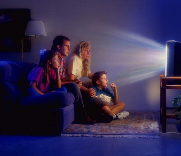 Почему нельзя спать с включенным телевизором