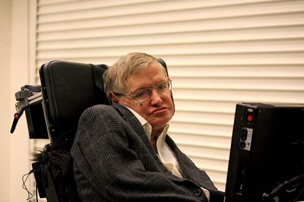 Препарат от заболевания, от которого страдал Стив Хокинг, прошел 2 фазу испытаний