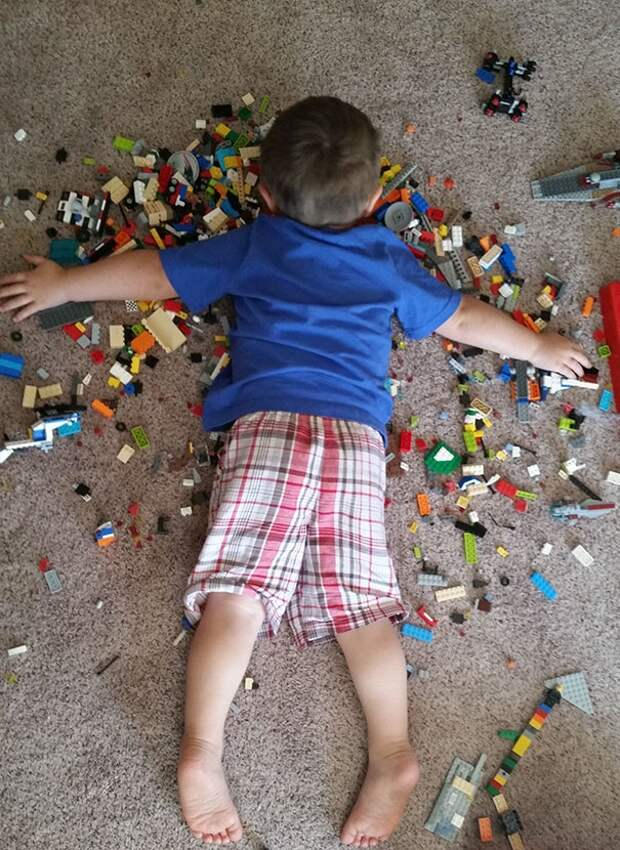 дети уснувшие в неподходящих местах, дети умеют спать где угодно