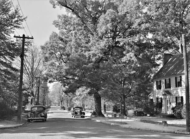 Улица в Чапел-Хилл, Северная Каролина, октябрь 1939 г.