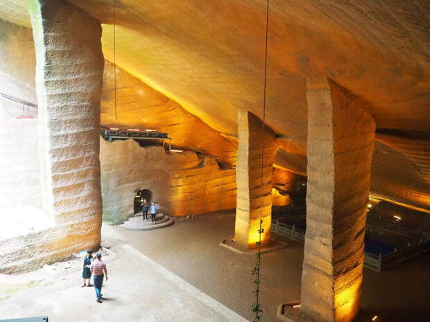 Тайна пещер Лунъю: для чего китайцы построили огромные гроты, а затем затопили их