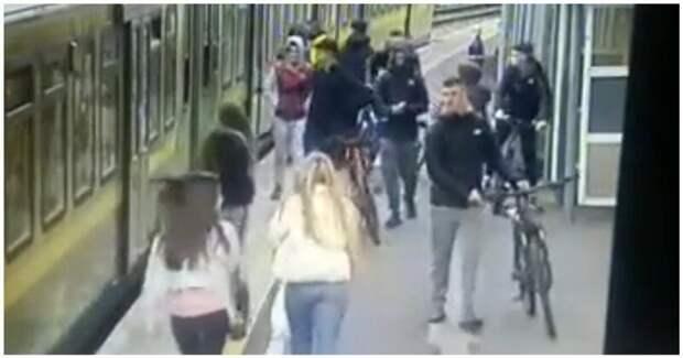 Шакалята: нападение дерзких ирландских подростков на девушек