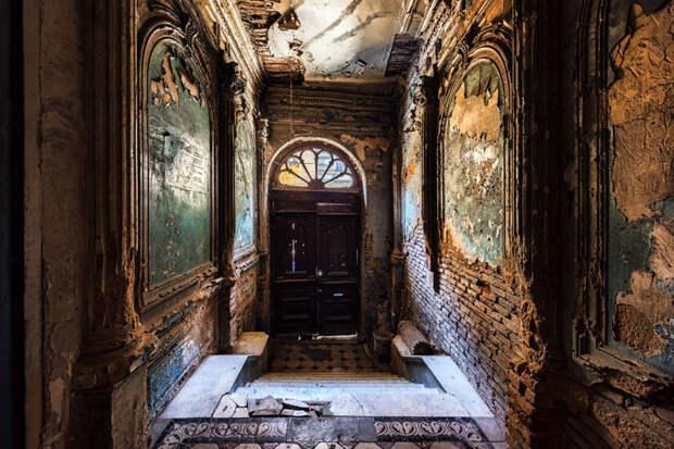 10 эпичных фото заброшенных зданий Тбилиси