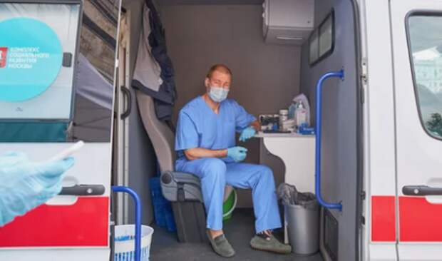 Мобильный пункт вакцинации против гриппа открылся в Выхине
