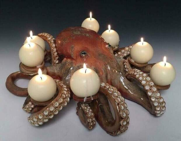 """23. """"Сестра сделала этого осьминога-подсвечник в своей керамической мастерской"""""""