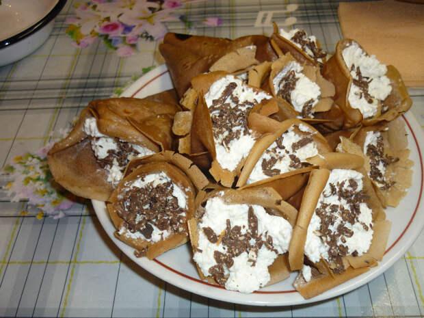Шоколадные блины с творожно-ванильной начинкой