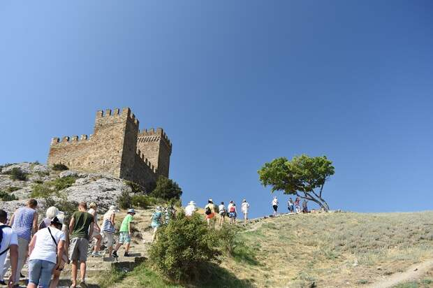 Огромный поток туристов уничтожит природный Крым
