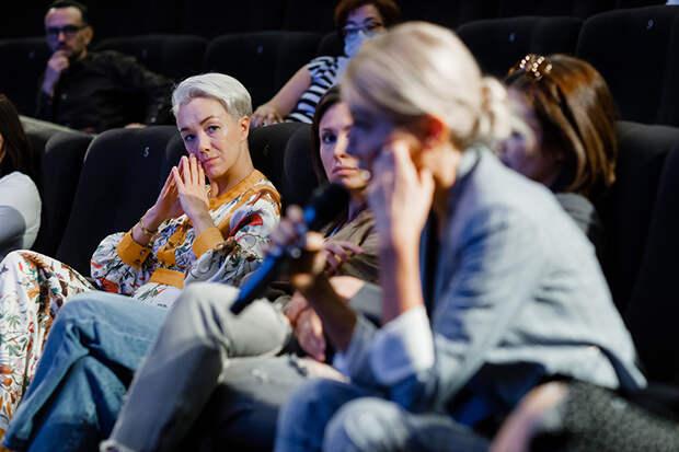"""Никита Ефремов, Мария Ивакова, Дарья Мороз и другие на премьере сериала """"Хватит!"""""""