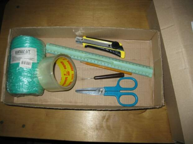 Подвесной стеллаж из картонных коробок : мастер-класс