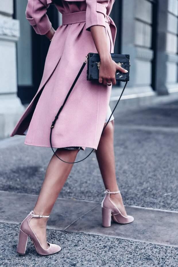 Какую обувь стоит носить с платьем? /Фото: i.pinimg.com