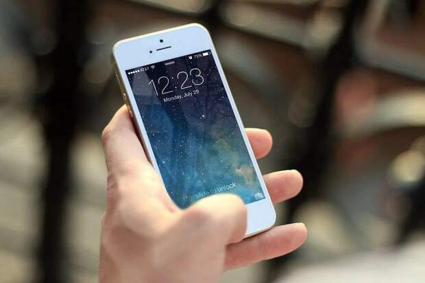 Покупательница чуть не лишилась мобильного в магазине на Маршала Жукова