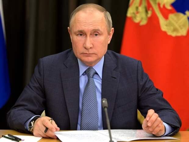 Путин находится «в постоянном контакте с правительством» после трагедии в Казани