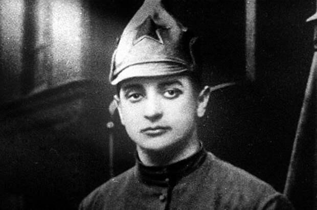 Почему первая жена Тухачевского покончила с собой на рабочем месте мужа