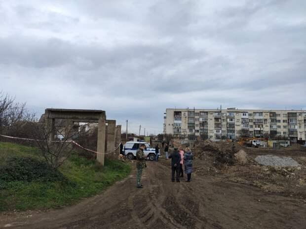 В Севастополе возбудили уголовное дело из-за падения плиты на мальчика, который впоследствии умер