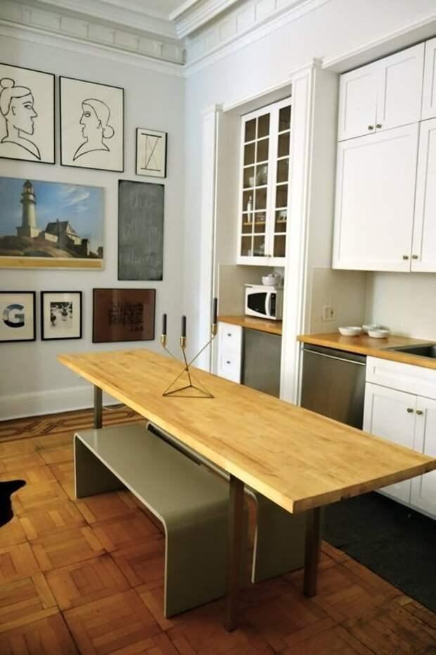 7. Если у вас на кухне чуть побольше места, поставьте вот такой длинный стол – на нем удобно готовить и будет куда усадить гостей интерьер, квартира, советы, хитрости