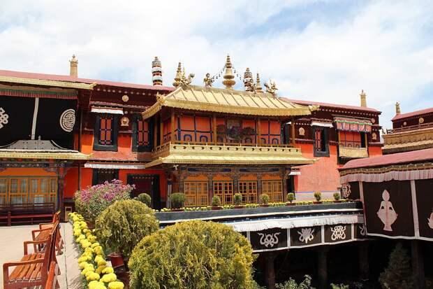 Храм Джоканг внутри