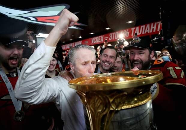 «Большие деньги в России платить нельзя, звезды уезжают, голов стало мало». Третьяк — о финале КХЛ и новом чемпионе
