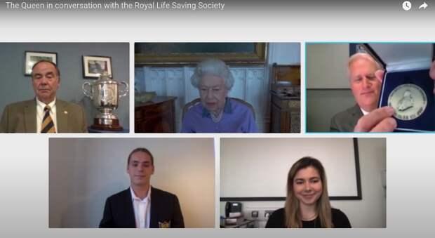 Королева Елизавета II вспомнила, как спасла человека от утопления, когда ей было 14 лет