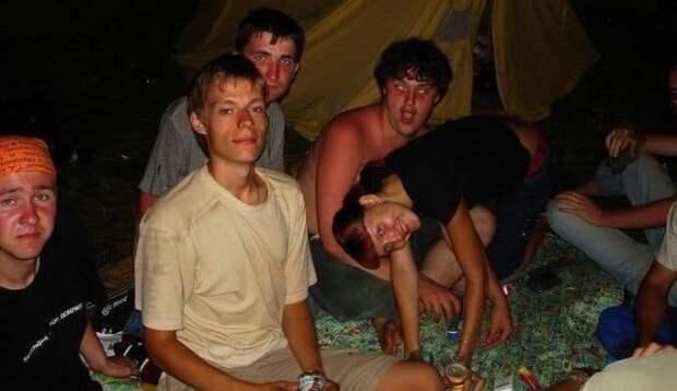 19-летний Юрий Дудь с друзьями. 2005г.