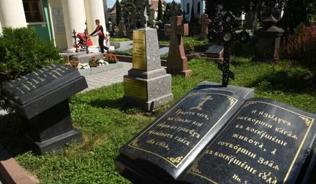 Шесть старинных надгробий отреставрировали на Введенском кладбище
