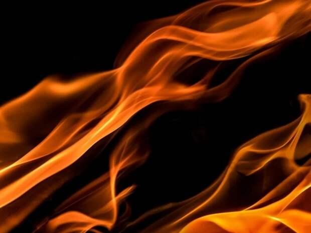 Власти назвали возможную причину пожара в доме в Хабаровске, где погибли пять человек