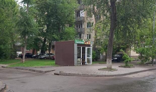 В 50 м от администрации Первомайского района Ростова пропадает и появляется ларек