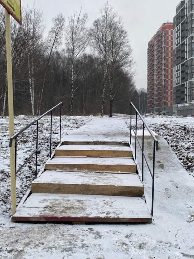 Проход от дома 124а на Дмитровке к остановке временно перекроют