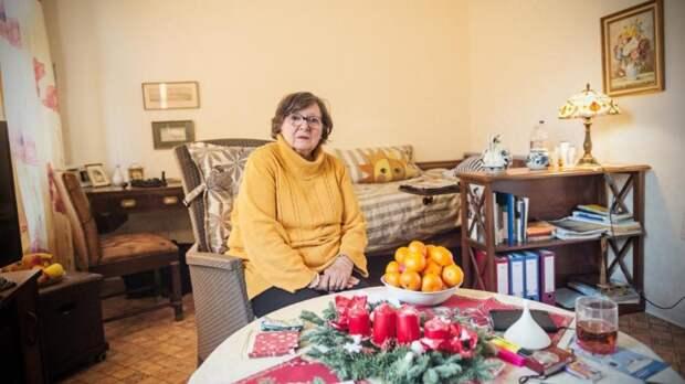 Дочь выселила мать из ее же дома. Теперь пенсионерка живет в крохотной пристройке
