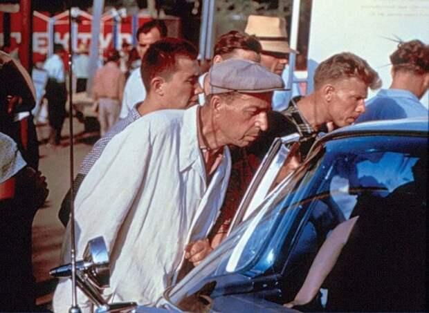 Выставка американских машин 1959 года вМоскве, поразившая граждан СССР