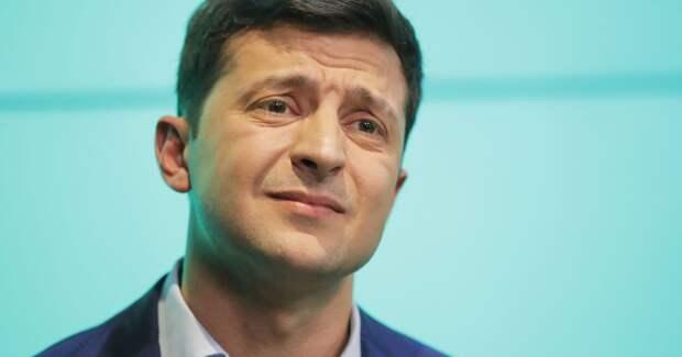 Психованный Зеленский спрятался под юбку Меркель, испугавшись встречи с Путиным