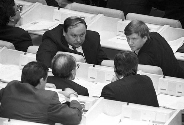 Скрытые резервы: Зачем России закрытые дискуссионные клубы