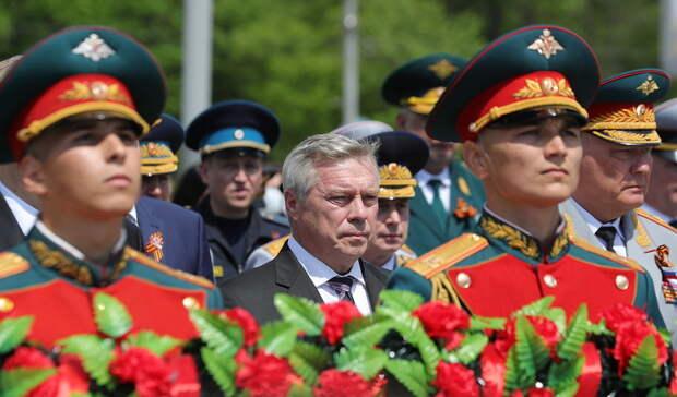 Голубев возложил цветы кстеле воинам-освободителям Ростова