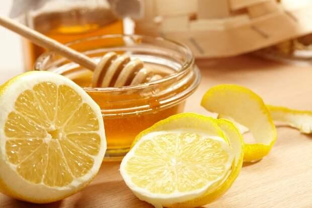 Мед - отличный целебный компонент в составе лимонной воды