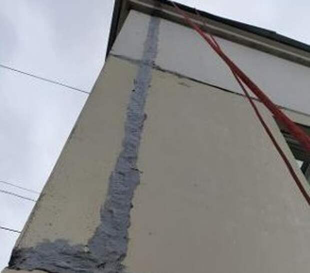 В подъезде дома на Дмитровском устранили протечку