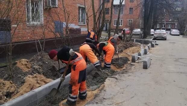 Новые тротуары начали строить во дворе домов в микрорайоне Подольска