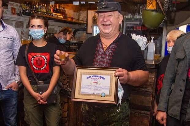 Новости стационара- Украинское позорище: Чья колбаса длиннее?
