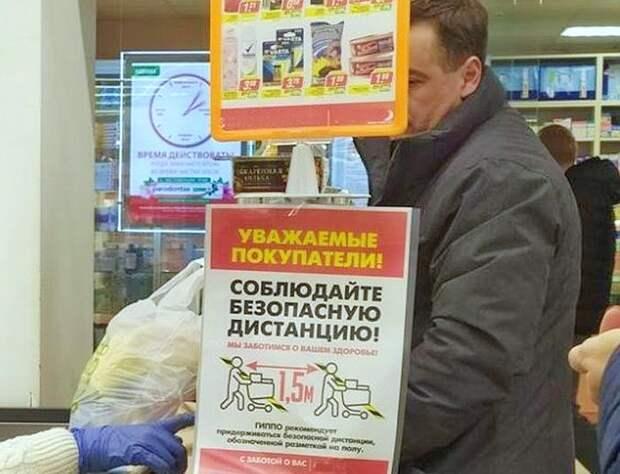 Россиянин покашлял в магазине, испугал продавца и получил бутылкой по голове