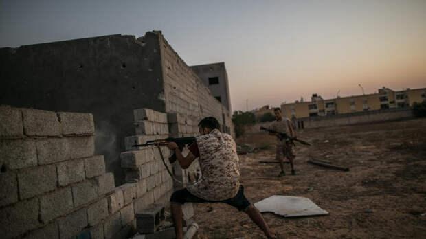 В столице Ливии идет перестрелка возле здания кабмина